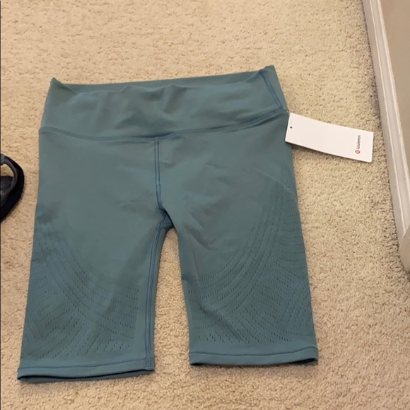 Lululemon reveal HR short Digi rain